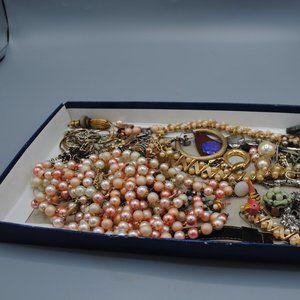 Craft repurpose Vintage jewelry bag broken - BAG A